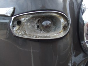 Corroded Rover sidelight Mazak metal crumbles away quickly